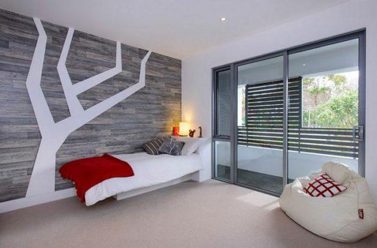 Дизайнеры советуют применять ламинат не для всех стен, а только для одной акцентной