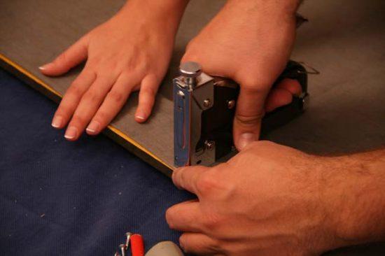Обтягиваем ширму тканью