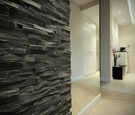 Декоративный камень хорошо вписывается в современные интерьеры