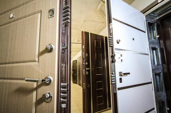 Выбирайте бронированные двери, учитывая все возможные критерии