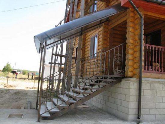 Подбирайте поликарбонат в тон отделке дома