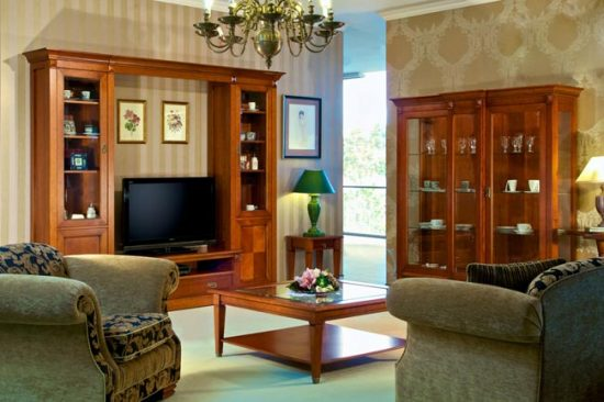 При комбинировании обоев, учитывайте общий стиль помещения