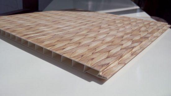Укладка панелей на клей возможна, если стены вынной ровные