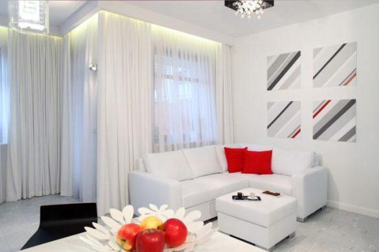 Диван можно выбрать в тон общей отделке комнаты или сделать его ярким пятном