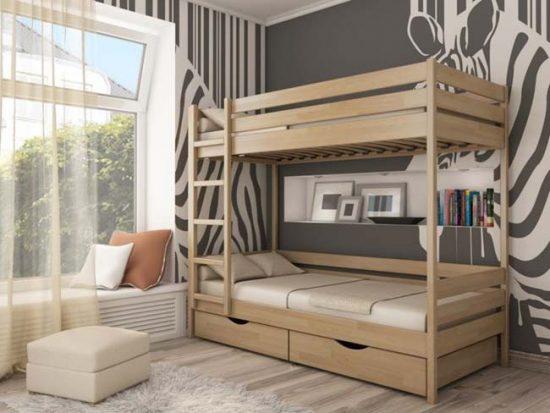 Двухъярусная кровать очень удобна, если в семье двое детей