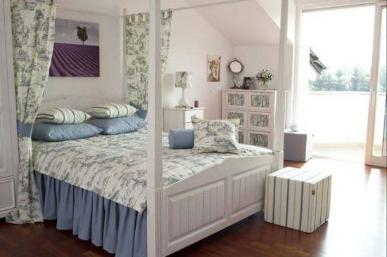 Мебель в стиле прованс деревянная, окрашенная в светлые тона
