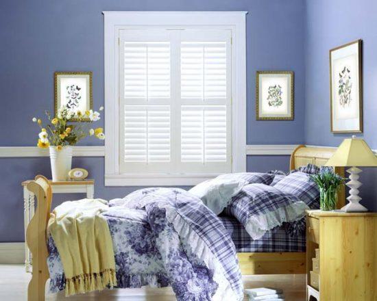 Использование голубого цвета в спальне прованс