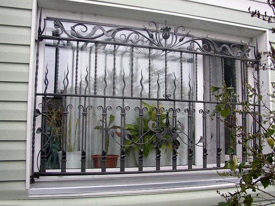 Решетка из стали на окно