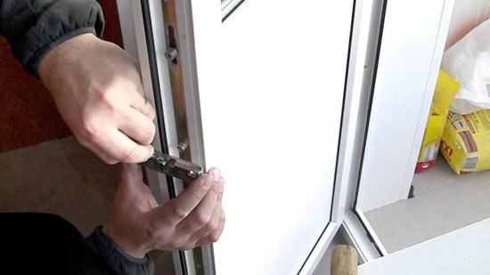 Регулировка ПВХ двери