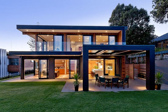Планировка дома с панорамным остеклением