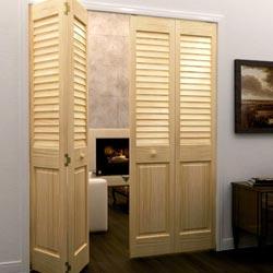 Деревянные жалюзийные двери