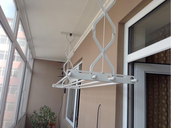 Потолочная балконная вешалка