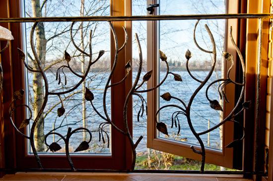 Решетка на окно с украшением