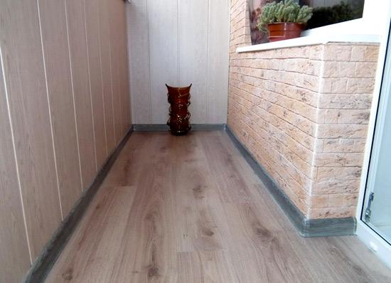 Основание под пол на балконе