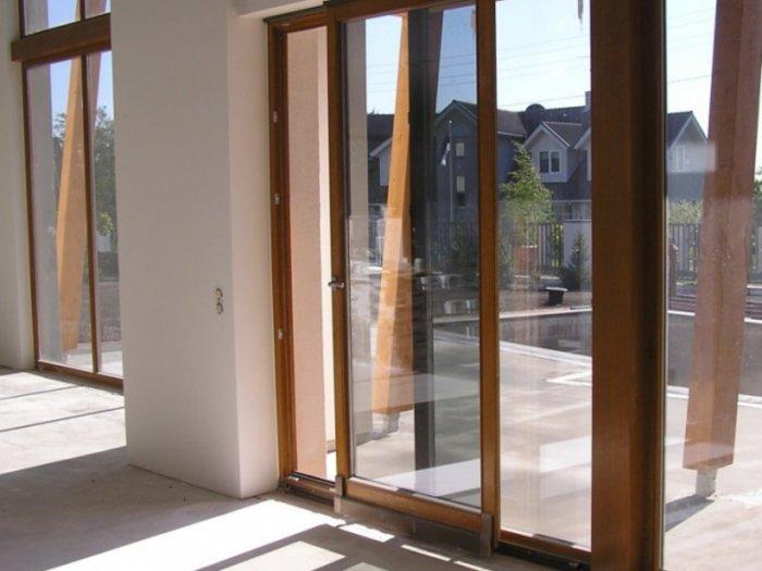 Благодаря многослойности стекол повышается сопротивляемость ударам