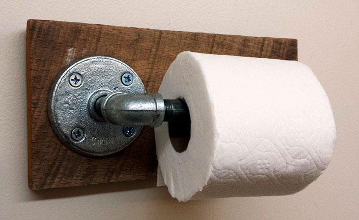 металлический держатель для бумаги в туалете