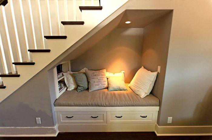 Вместо полноценной комнаты можно поставить диван
