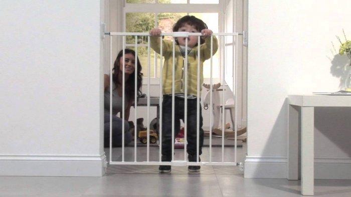 Дверца может иметь самозапирающийся замок или магнитное крепление – это позволит избежать случайно незапертой дверцы.