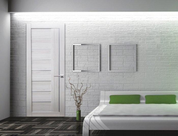 Сочетание белых дверей с белым интерьером
