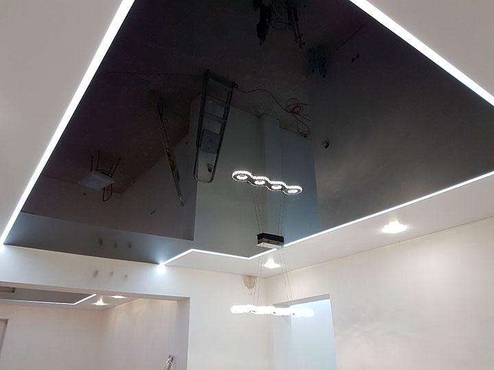 зеркальный потолок черного цвета