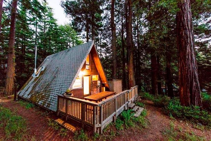 небольшой дом-шалаш