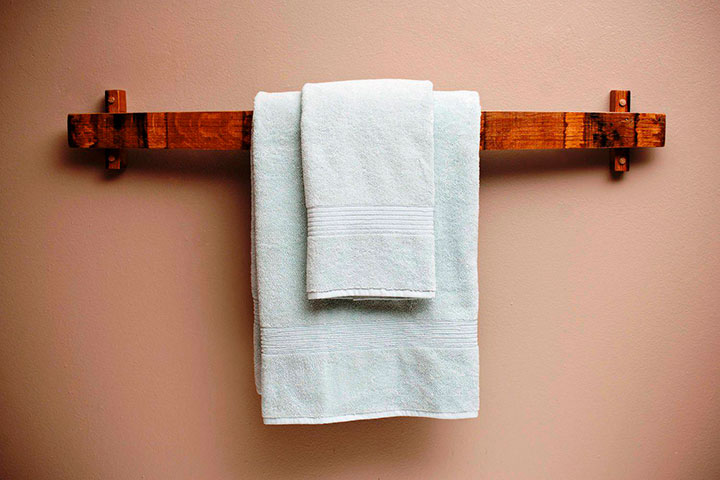 полотенцедержатель в интерьере ванной