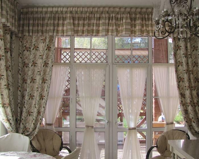 Занавески, выполненные из льна можно оформить посредством лент, шнуров, прихватов, карнизов, петель, люверсов