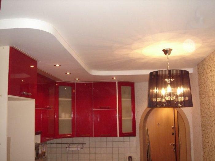 Натяжной сатиновый потолок на кухне