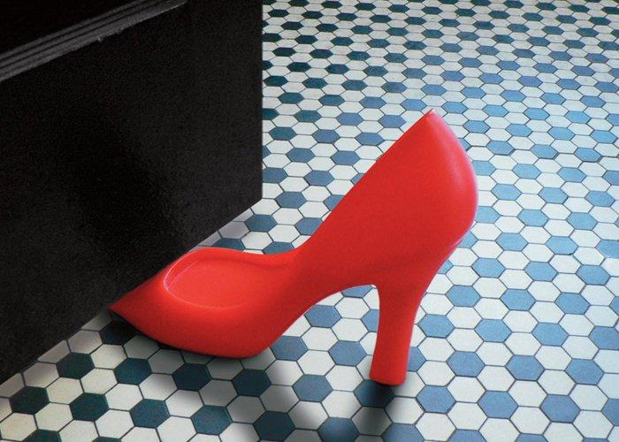 Оригинальный ограничитель в виде туфли