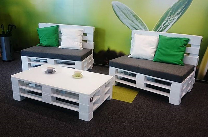 столик и диванчики из поддонов