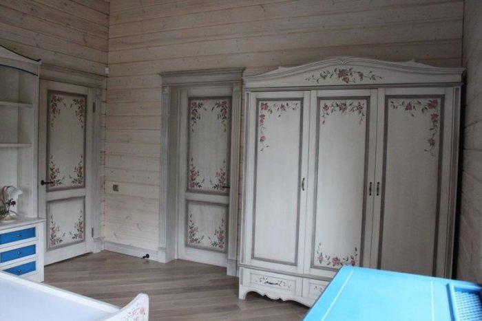 Декупаж – это техника декорирования мебели и других предметов при помощи наложения орнамента или рисунка.