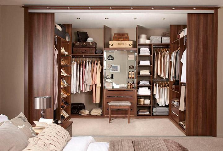 как хранить одежду в спальне