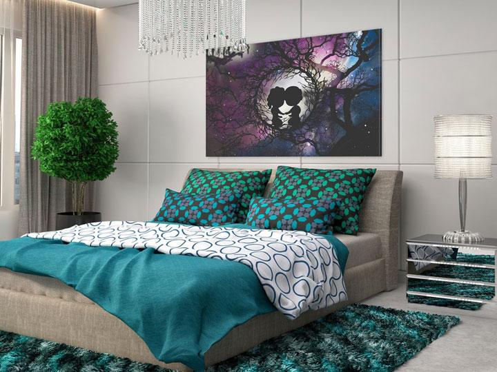 темная картина в спальне