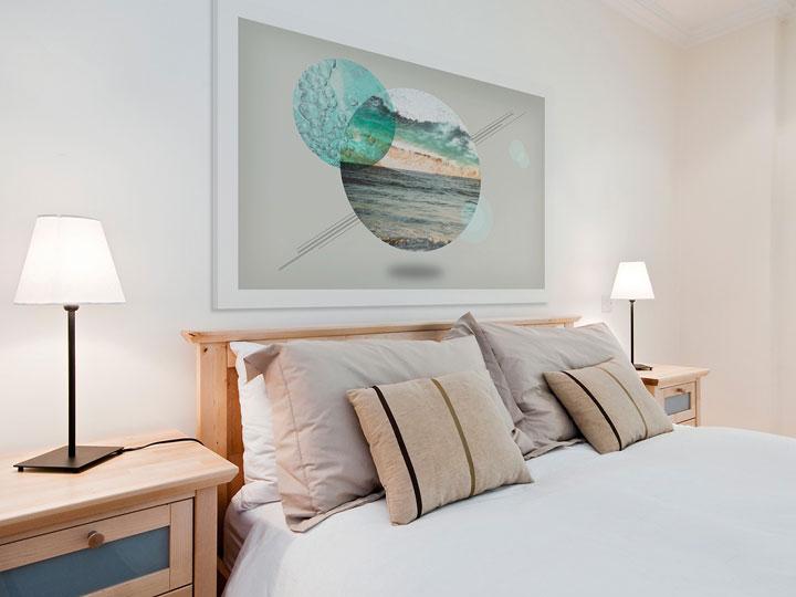 картина на стене спальни
