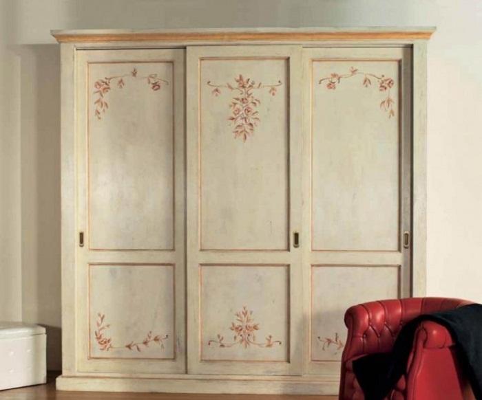 Шкаф-купе позволяет сэкономить место, что может быть крайне важно в небольших помещениях