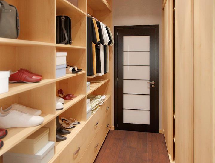 узкая комнатка для вещей