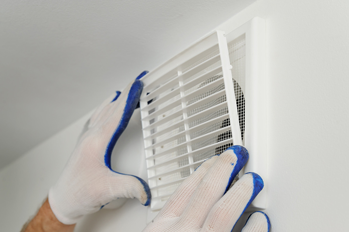установка вентиляционной решетки
