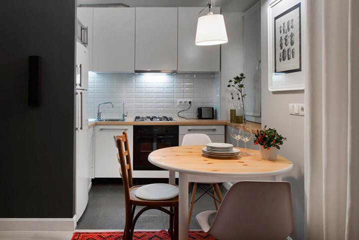 обеденный стол в маленькой кухне