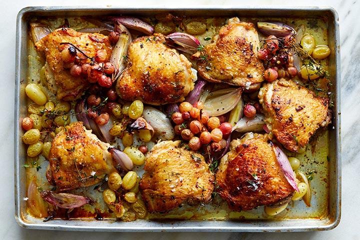 Курица с виноградом и чесноком