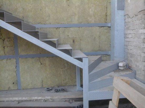 Лестница из металла на мансарду своими руками 25