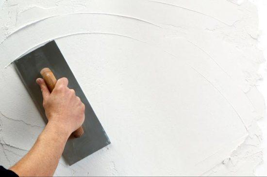Что раньше обои или натяжные потолки