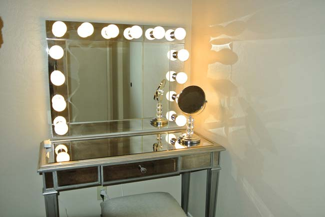 Зеркало для макияжа с диодной подсветкой
