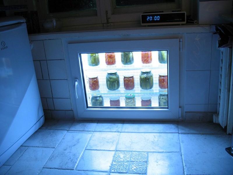 Холодильник за окном своими руками 36